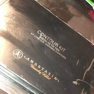 Other - Anastasia Beverly Hills contour kit